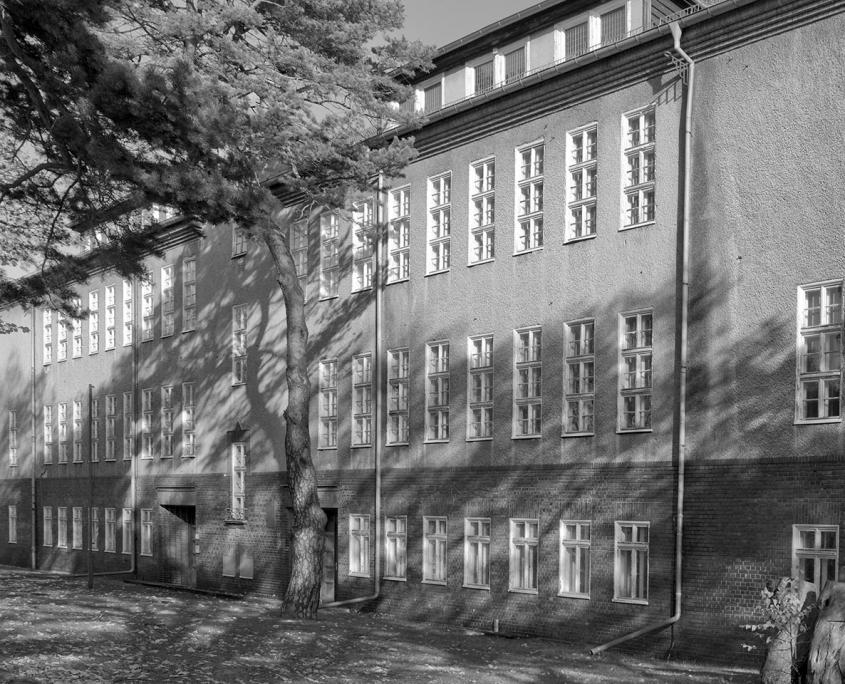 schwarz/weiß Bild von alter Fassade